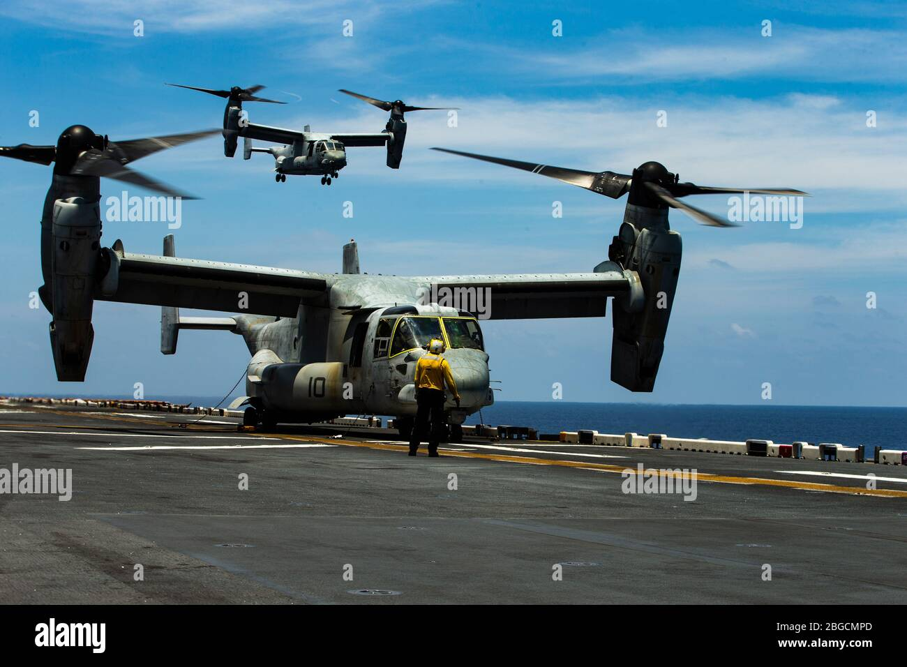 SOUTH CHINA SEA (April 18, 2020) ) An MV-22B Osprey tiltrotor aircraft with Marine Medium Tiltrotor Squadron (VMM) 265 (Reinforced), 31st Marine Expeditionary Unit (MEU), takes off from the flight deck of amphibious assault ship USS America (LHA 6). Marines and Sailors aboard the America regularly conduct flight operations while underway to maintain their readiness to respond to contingencies. The Osprey is a long-range troop transport aircraft that can be deployed at a moment's notice, enabling the Blue-Green team to rapidly respond to crises. America, flagship of the America Expeditionary St Stock Photo