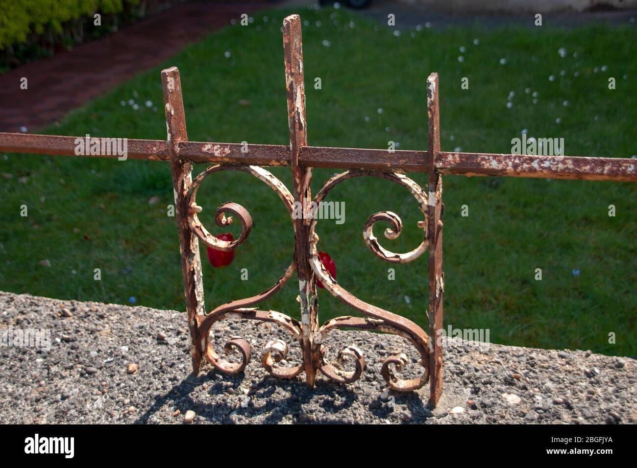 a close up view of the metal detailed fence that sits ontop of the outsie wall Stock Photo