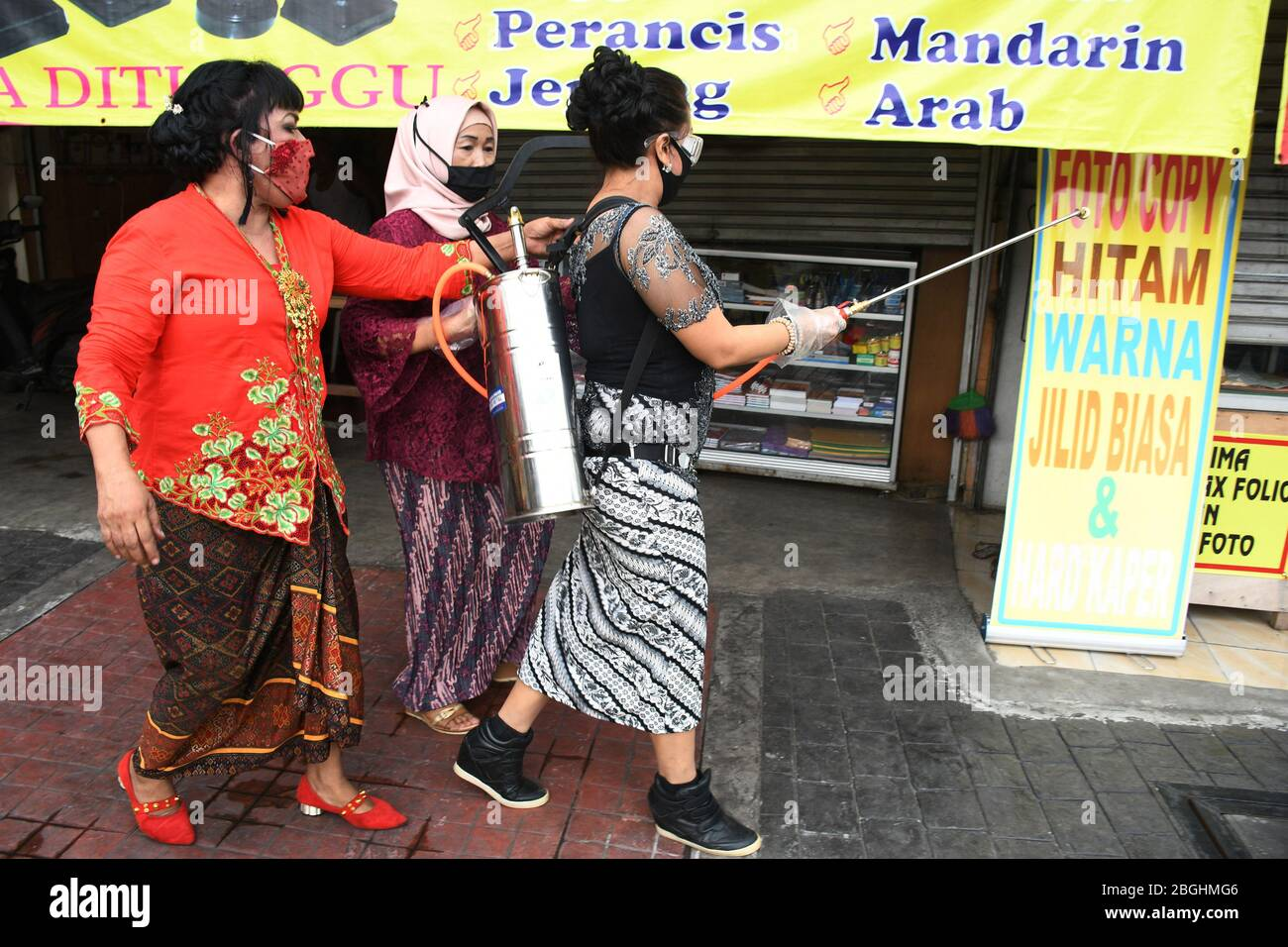 Jakarta Indonesia 21st Apr 2020 Darma Wanita Residents Sprayed Disinfectants In The Local Environment By Walking