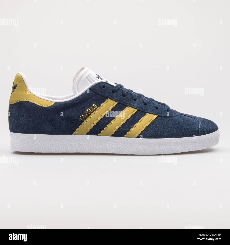 Esattamente Visualizza Internet Partenza  VIENNA, AUSTRIA - AUGUST 22, 2017: Adidas Gazelle navy blue and gold  sneaker on white background Stock Photo - Alamy