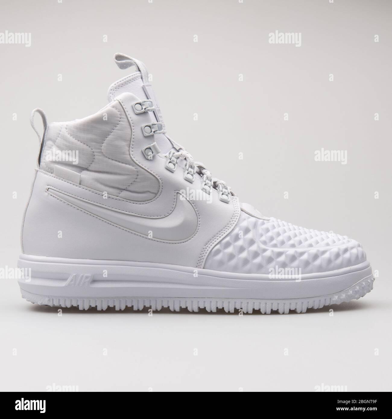 cuatro veces Fiel cerca  VIENNA, AUSTRIA - AUGUST 24, 2017: Nike Lunar Force 1 Duckboot 17 Premium  white sneaker on white background Stock Photo - Alamy