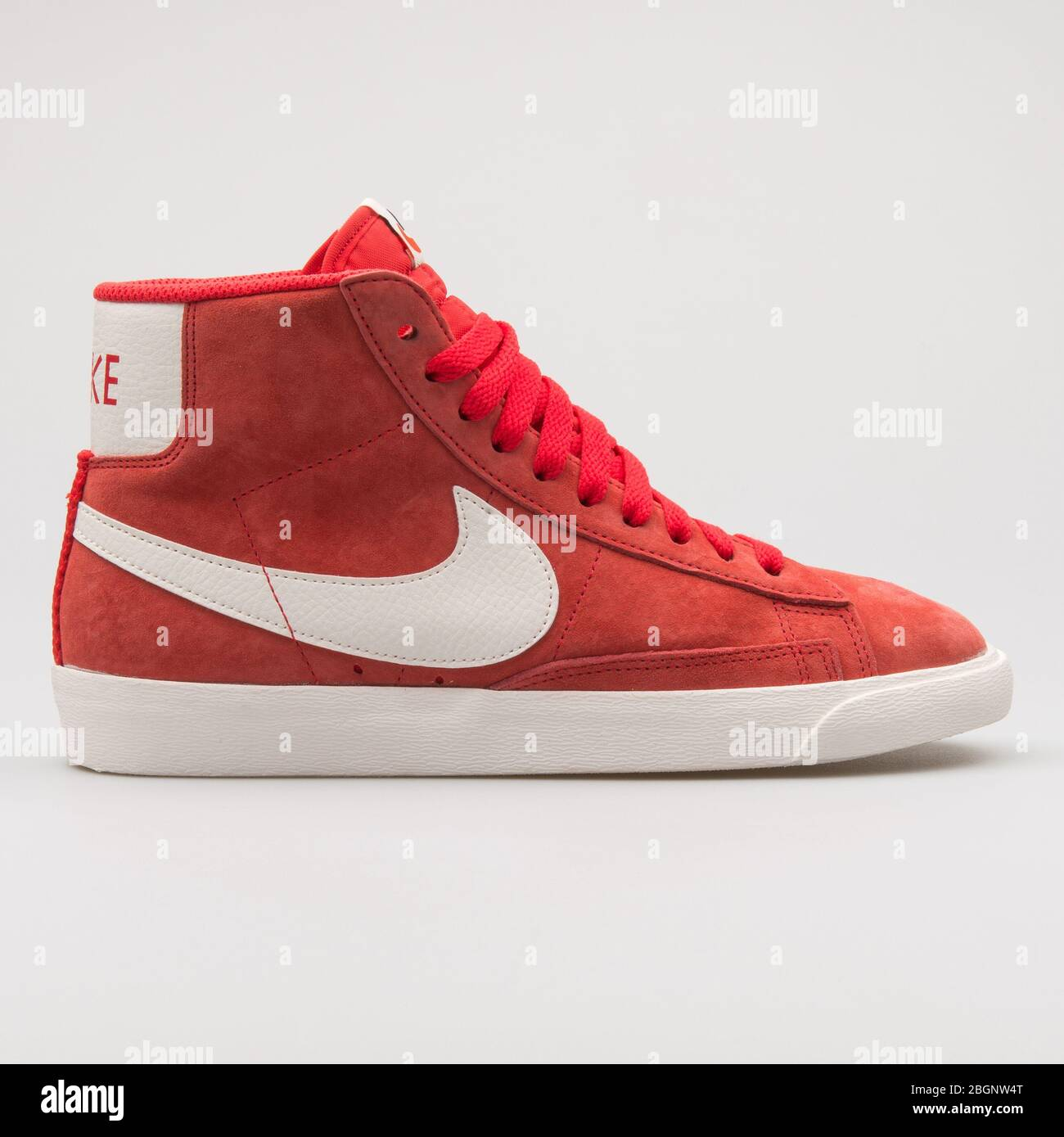 Nike Blazer 77 suede red and white