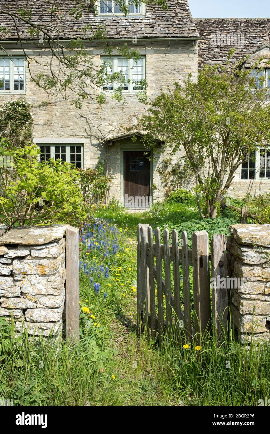 Quaint traditional country cottage in the rural village of Kelmscott in The Cotswolds, West Oxfordshire, UK Stock Photo