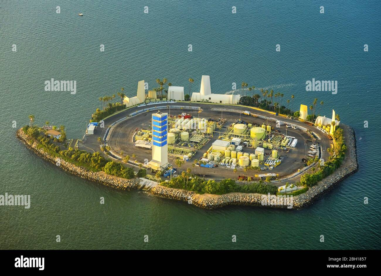 , Artificial island Island White with oil refinery facilities in San Pedro Bay in front of the coast of Long Beach, 20.03.2016, aerial view, USA, California, Long Beach Stock Photo