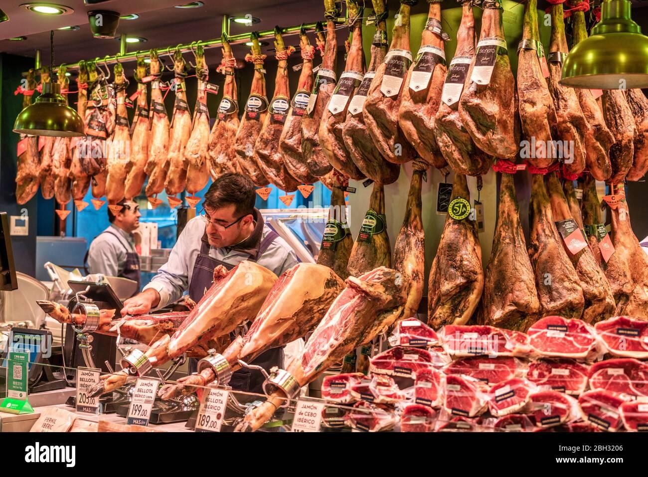 Mercat de la Boqueria, Man cutting Jamon Serrano, Ham stall, Market hall, Barcelona, Spain Stock Photo