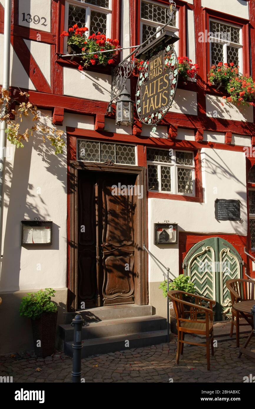 Wine house 'Altes Haus' at the old market square in Bacharach am Rhein, Bacharach, Rhine Valley, UNESCO World Heritage Site Upper Middle Rhine Valley, Rhineland-Palatinate, Germany Stock Photo