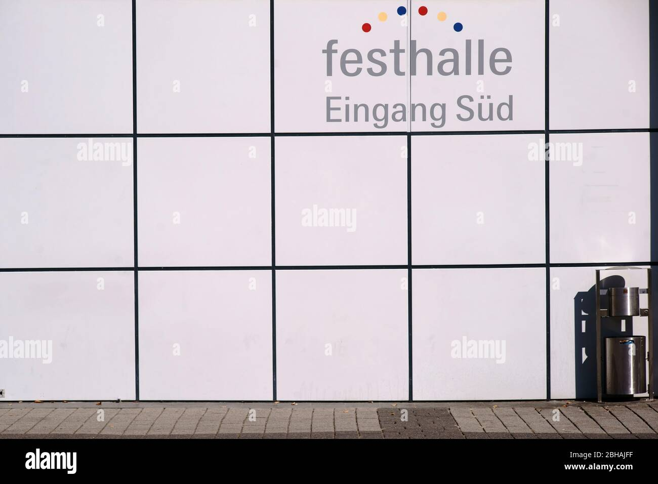 Modern architecture in the sunlight at the south entrance of the Festhalle Messe Frankfurt. Stock Photo