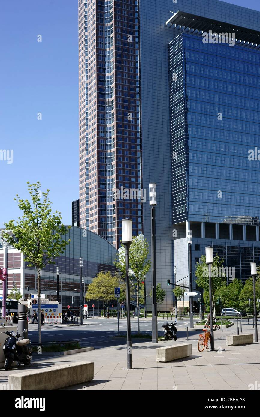 The square and the street in front of the Festhalle Messe Frankfurt and the skyscraper Kastor. Stock Photo