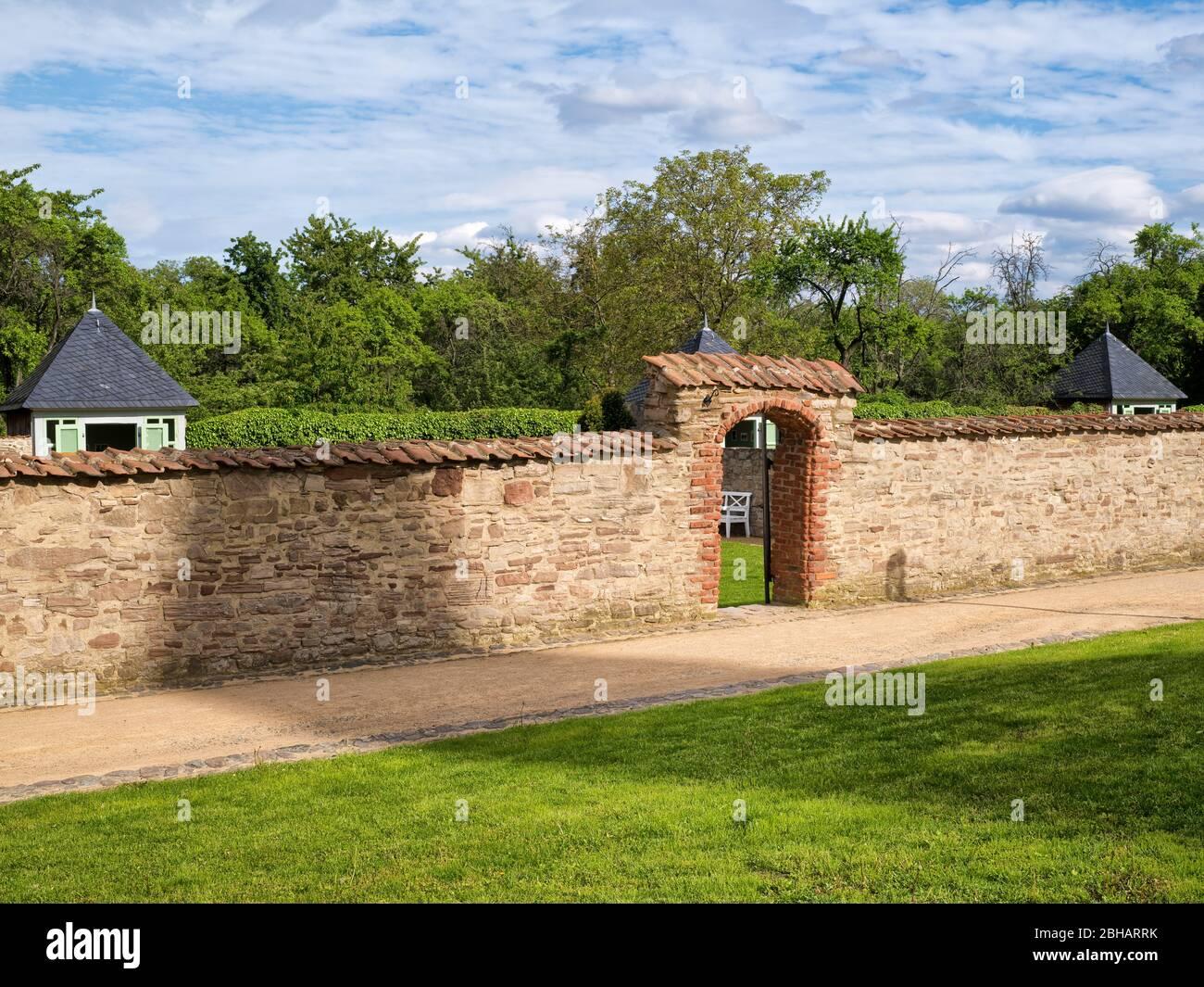 Europe, Germany, Saxony-Anhalt, Ilsenburg, Drübeck Abbey, Benedictine Monastery St. Vitus, 10th century, cloister garden with cloister wall Stock Photo