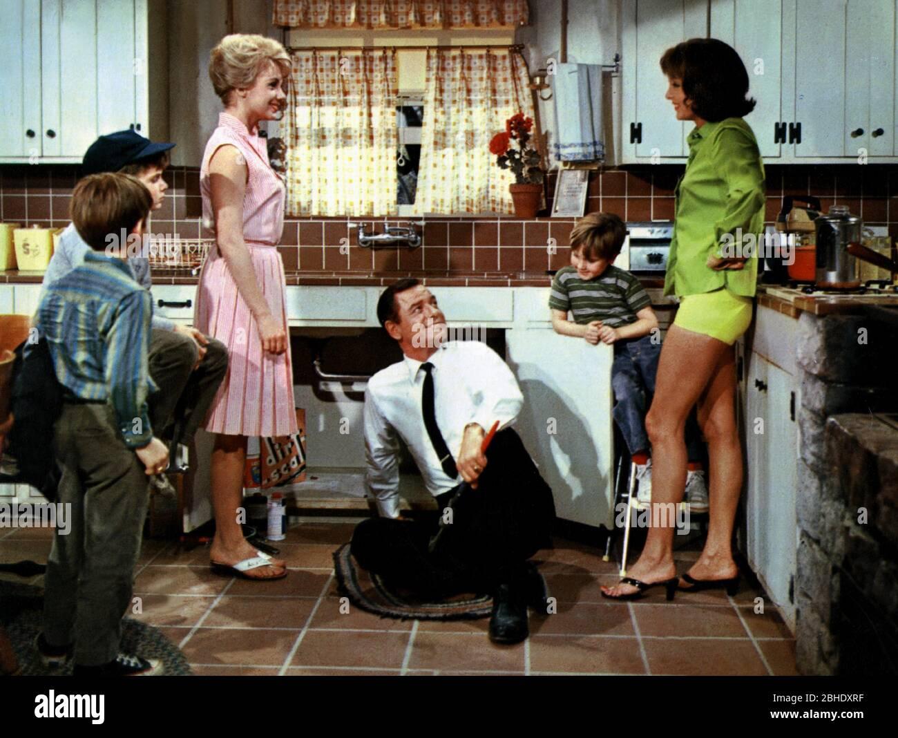 SHIRLEY JONES, GIG YOUNG, CAROLYN JONES, A TICKLISH AFFAIR, 1963 Stock  Photo - Alamy
