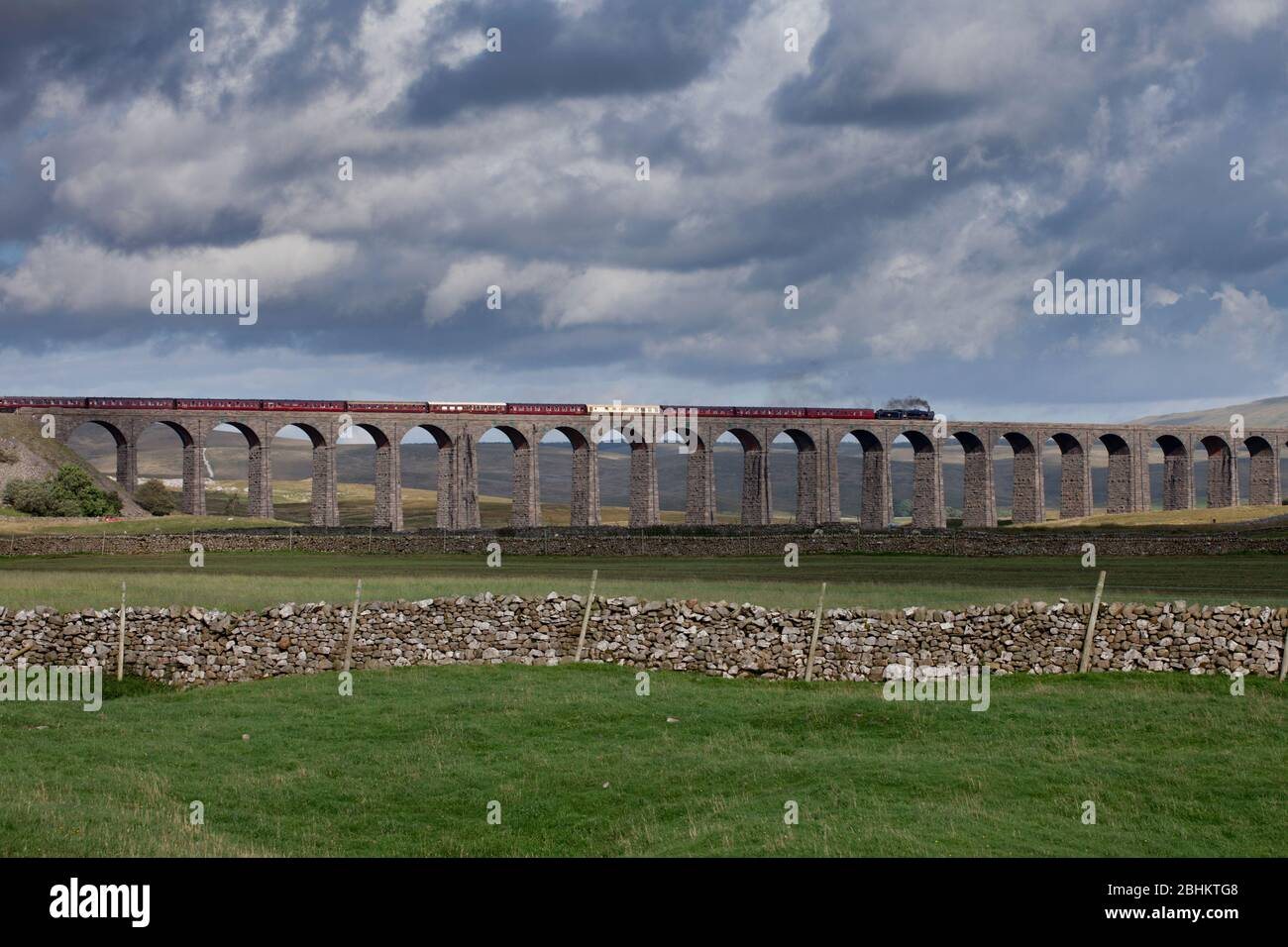 Steam locomotive 45231 The Sherwood Forrester crossing Ribblehead viaduct on the settle to Carlisle line with the West coast railways fellsman train Stock Photo