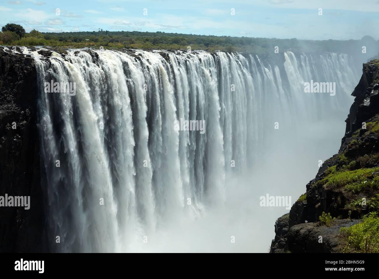 """Victoria Falls or """"Mosi-oa-Tunya"""" (The Smoke that Thunders), and Zambezi River, Zimbabwe / Zambia border, Southern Africa Stock Photo"""