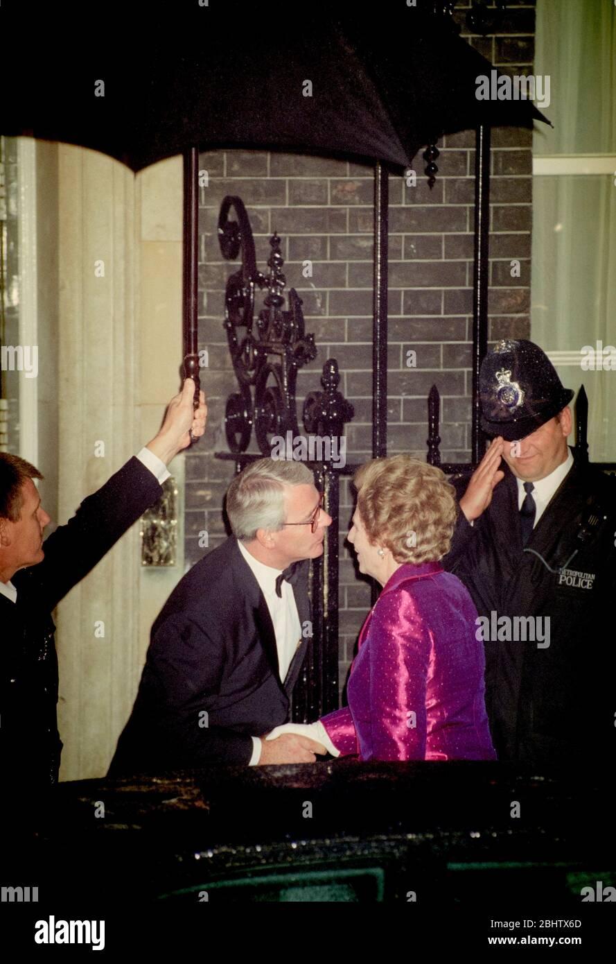 Prime Minister John Major and Margaret Thatcher, Baroness Thatcher, outside the door of 10 Downing Street, London, UK on 26th September 1995. Stock Photo