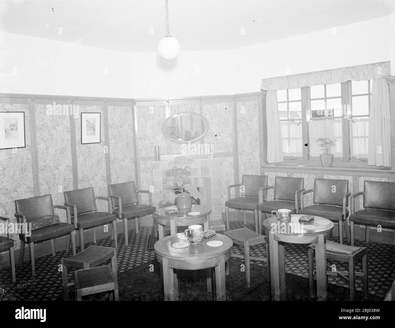 The Papermakers Arms pub in Hawley , Kent . - A photo of the interior . - 11 March 1939 - Stock Photo