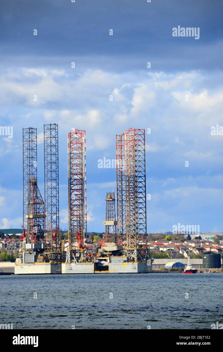 Oil rig drilling platforms stationed at Dundee Dockside Stock Photo
