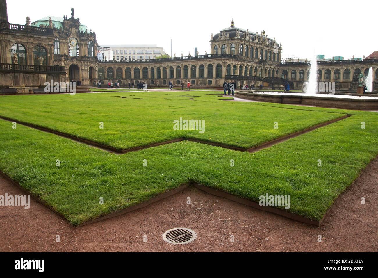 geometrische Rasen-Anlagen im Dresdener Zwinger Stock Photo