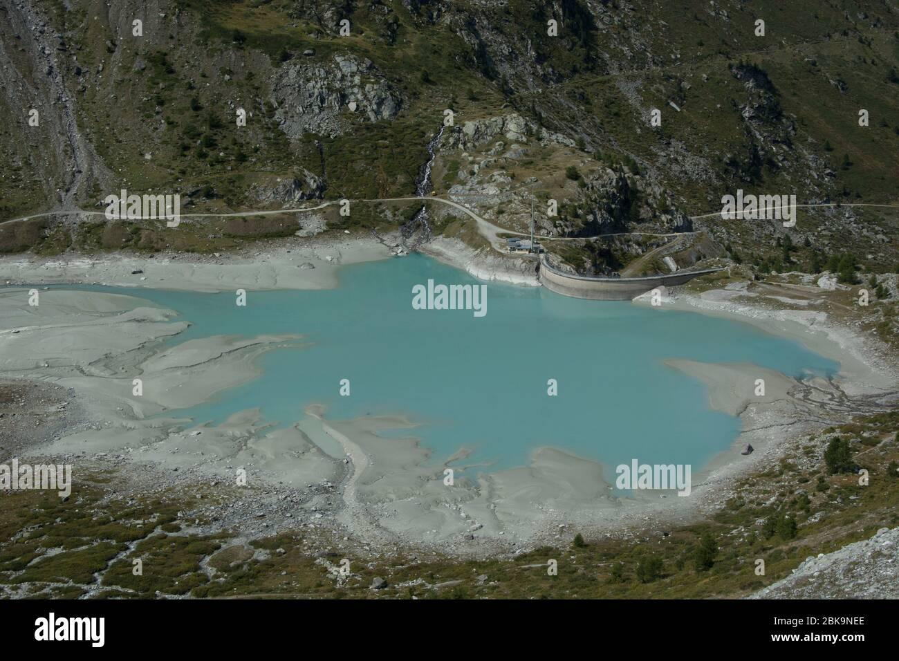 Tiefer Wasserstand im Turtmann-Stausee, Oberwallis Stock Photo