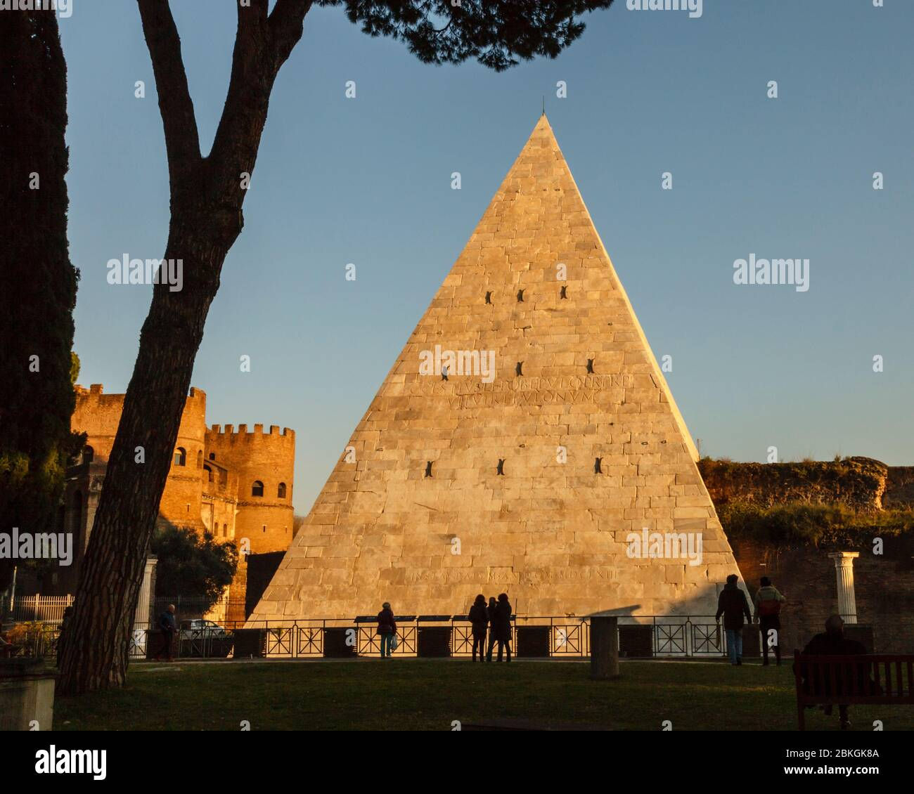 The Pyramid of Cestius forms part of the Aurelian Wall, seen from the  Non-Catholic Cemetery where Keats is buried in Rome, Italy Stock Photo