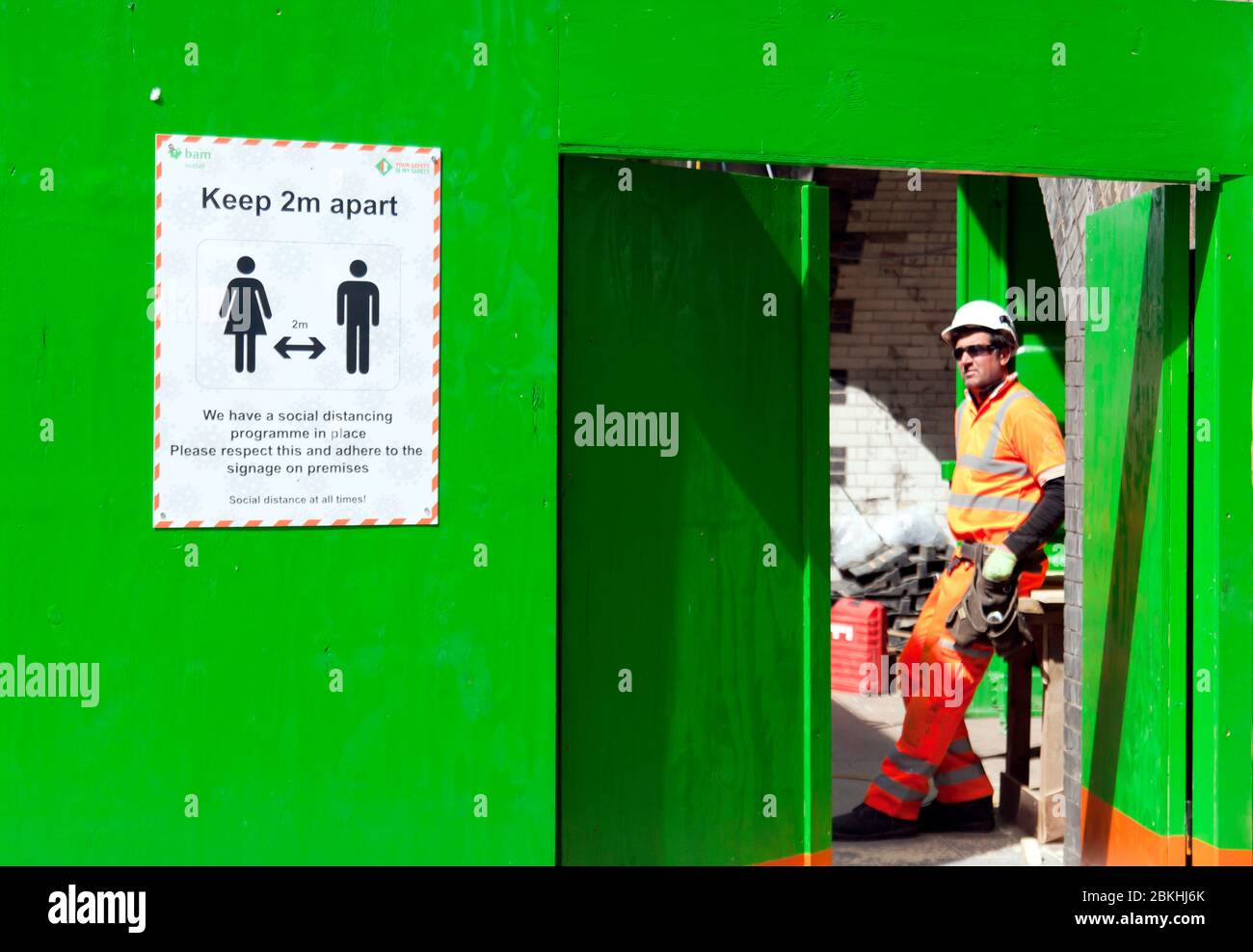 Key Workers on Construction Sites are still active during the COVID-19 Lockdown, on Lewisham High Street, South East London Stock Photo