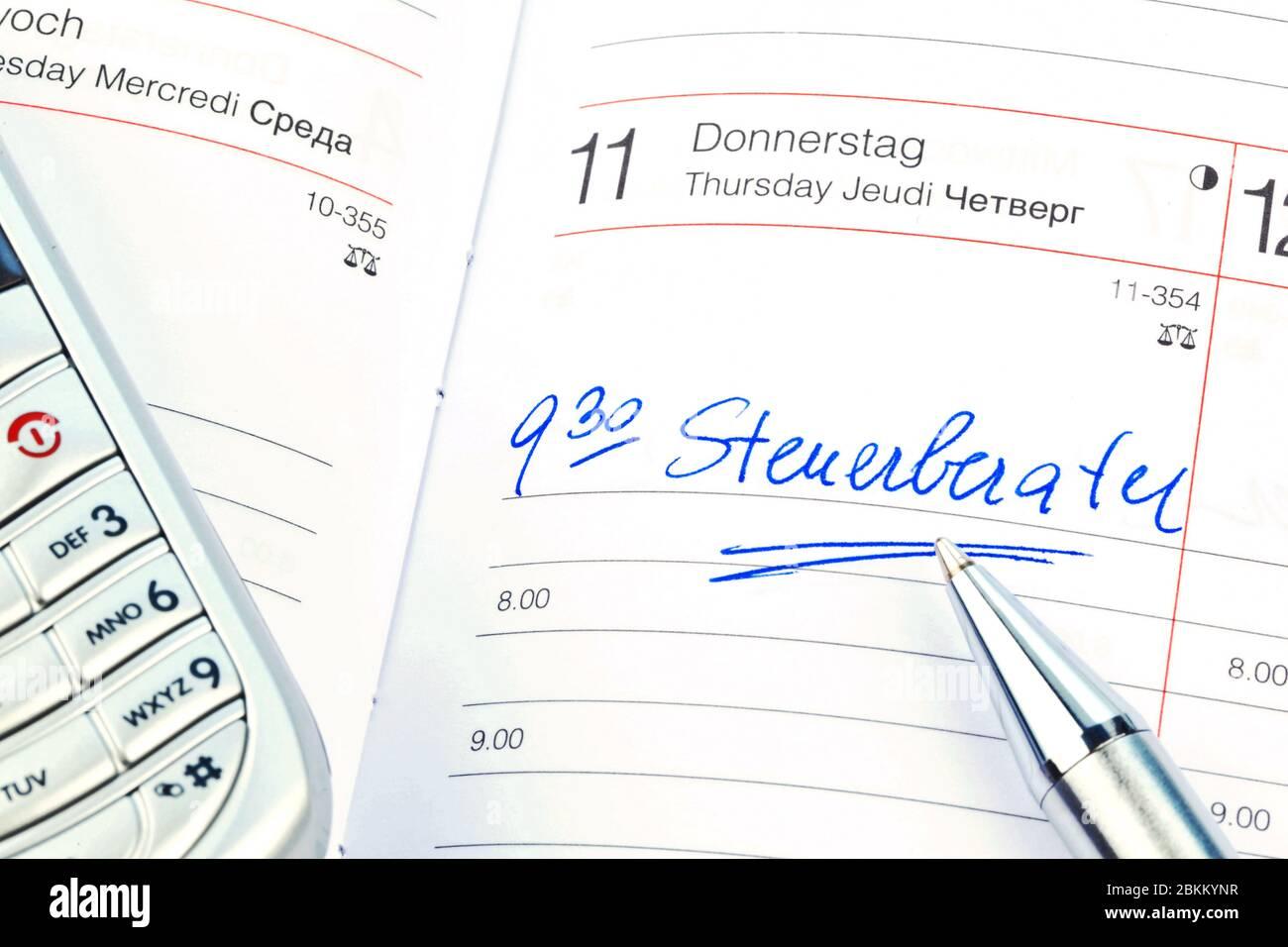 Ein Termin ist in einem Kalender eingetragen:  Steuerberater Stock Photo