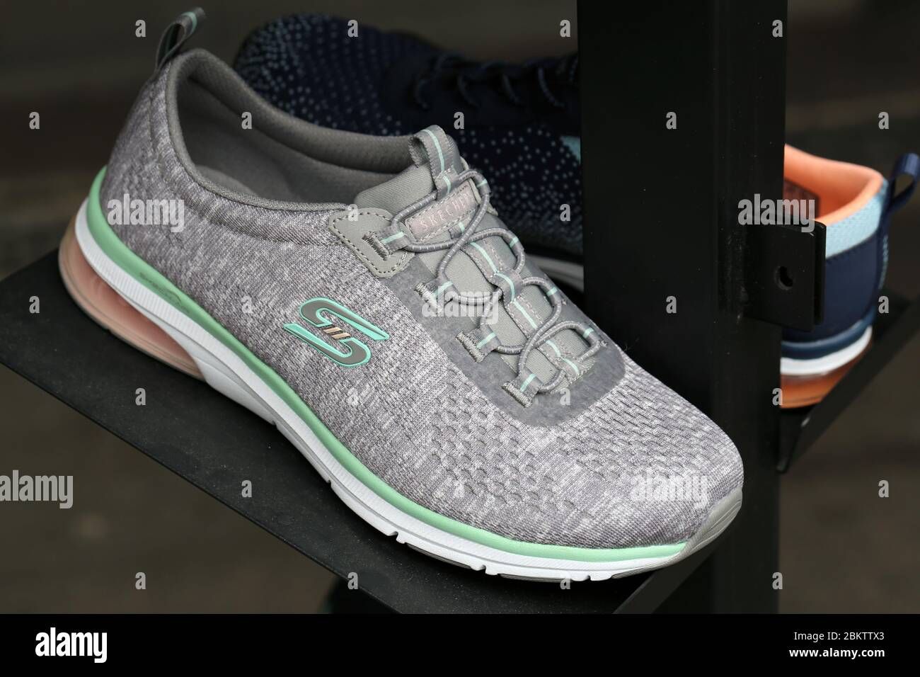 madre lotería incondicional  Skechers Shoes High Resolution Stock Photography and Images - Alamy