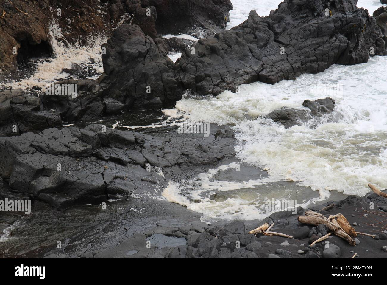Palikea stream running through volcanic rock and flowing into the Pacific Ocean at the Oheo Gulch in Hana, Maui, Hawaii, USA Stock Photo