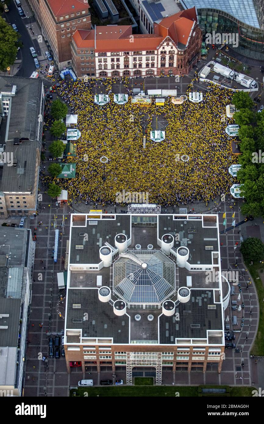 , public watching of the final match of DFB-Pokal in Dortmung, BVB Borussia Football Fans on the square Friedensplatz in the city of Dortmund, 27.05.2017, aerial view, Germany, North Rhine-Westphalia, Ruhr Area, Dortmund Stock Photo