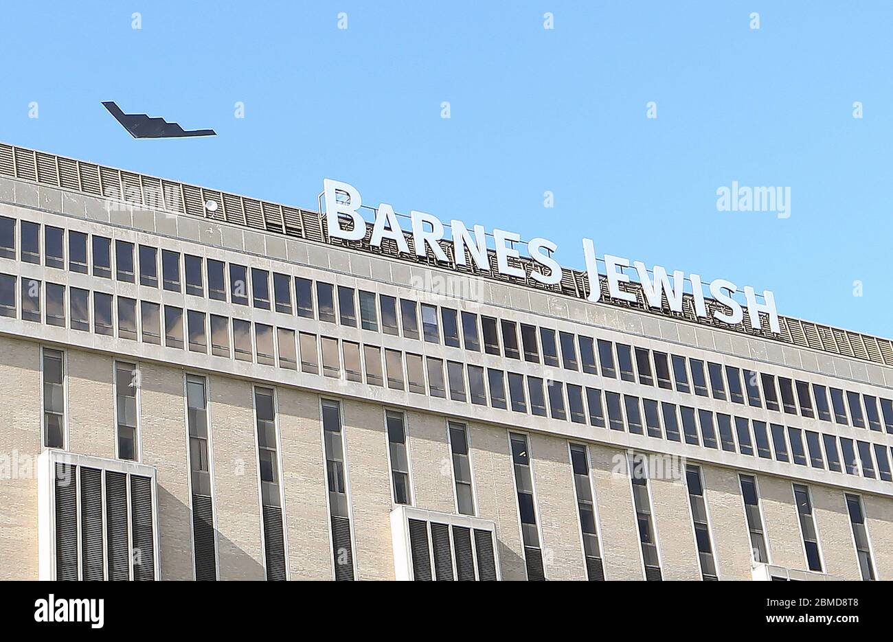 Bridgeton, United States. 08th May, 2020. A B-2 Spirit stealth bomber flys over Barnes-Jewish Hospital in St. Louis on Friday, May 8, 2020. The bomber, assigned 131st Bomb Wing, based at Whiteman Air Force Base, is flying over several hospitals throughout the State of Missouri as a salute to first responders and healthcare workers. Photo by Bill Greenblatt/UPI Credit: UPI/Alamy Live News Stock Photo