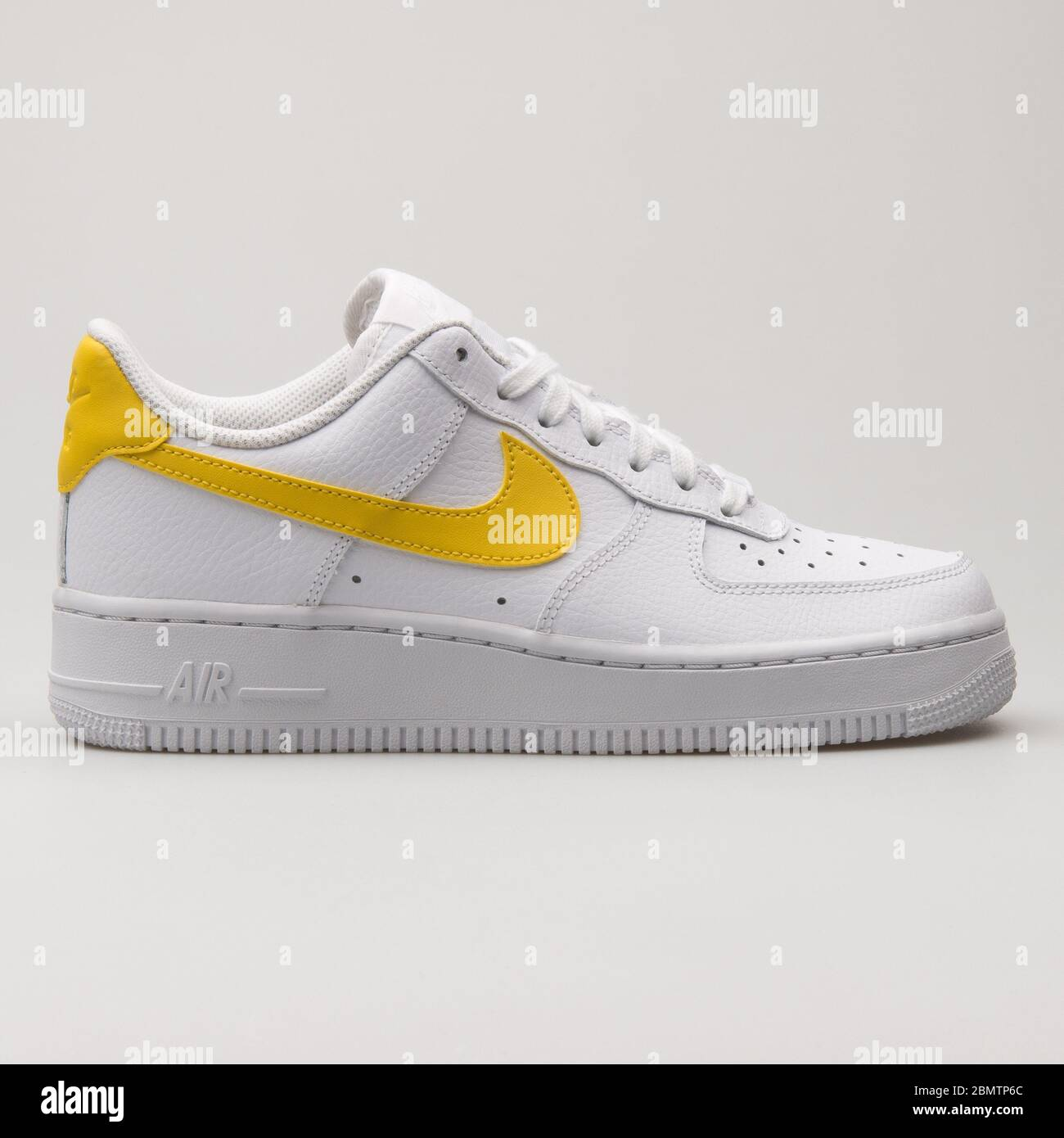 Geometría sátira inteligente  VIENNA, AUSTRIA - FEBRUARY 19, 2018: Nike Air Force 1 07 white and yellow  sneaker on white background Stock Photo - Alamy