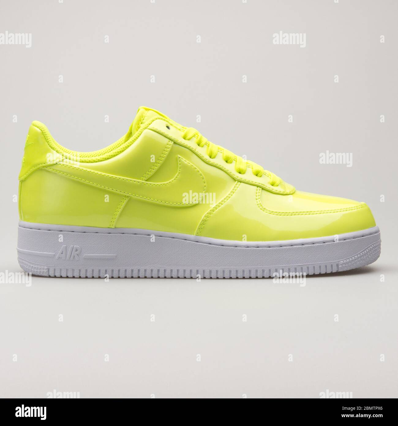 Nike Air Force 1 07 LV8 volt yellow