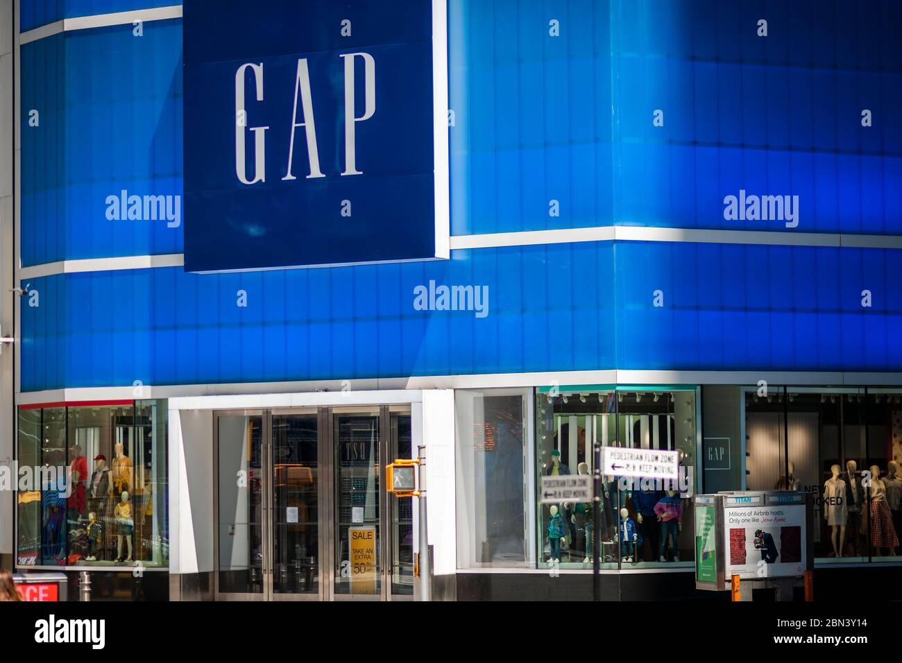 The closed Gap store in Times Square in New York on Thursday, May 7, 2020. The Gap announced that it plans to open up to 800 of its closed stores by the end of May. (© Richard B. Levine) Stock Photo