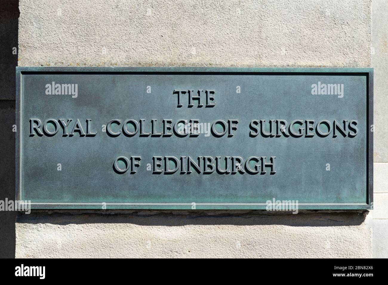 Name plate for The Royal College of Surgeons of Edinburgh displayed outside Surgeons' Hall Museums on Nicholson Street Edinburgh, Scotland, UK Stock Photo