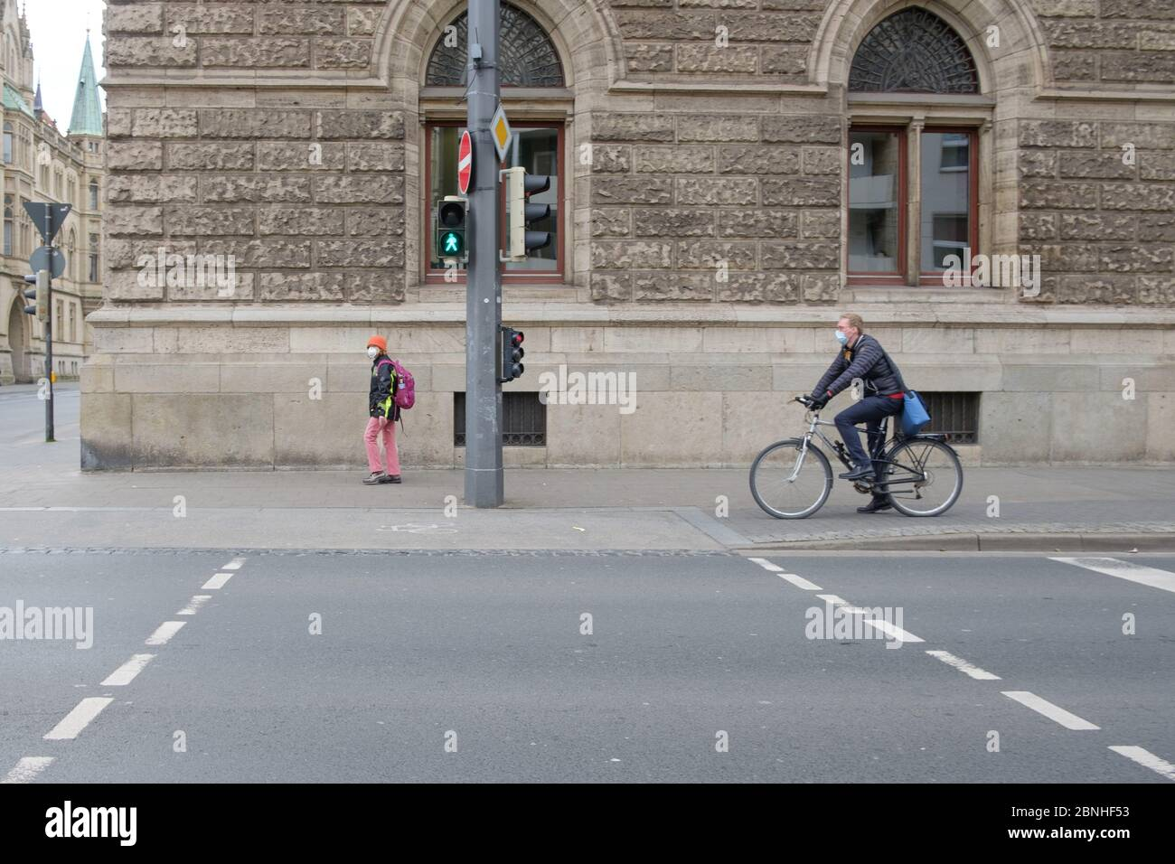 Brunswick, Germany. 01st Apr, 2020. Passers-by wear mouthguards in the city centre. To slow down the spread of the corona virus, the federal government has severely restricted public life. Credit: Ole Spata/dpa/Alamy Live News Stock Photo