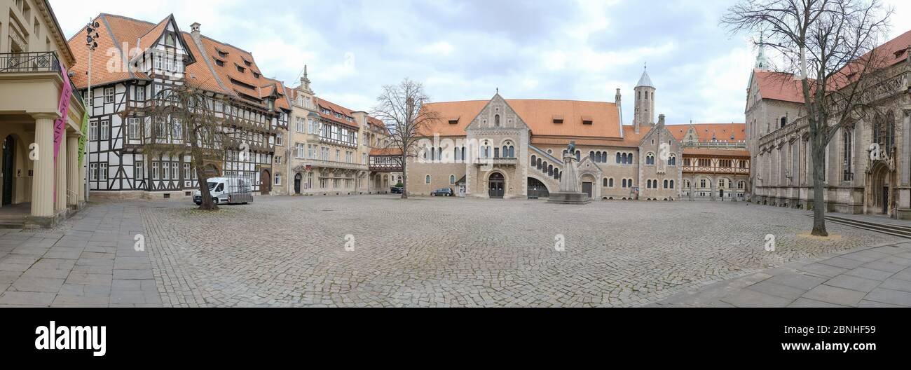 Brunswick, Germany. 01st Apr, 2020. The panorama shows the empty castle square in Braunschweig. In order to slow down the spread of the coronavirus, the federal government has considerably restricted public life. Credit: Ole Spata/dpa/Alamy Live News Stock Photo