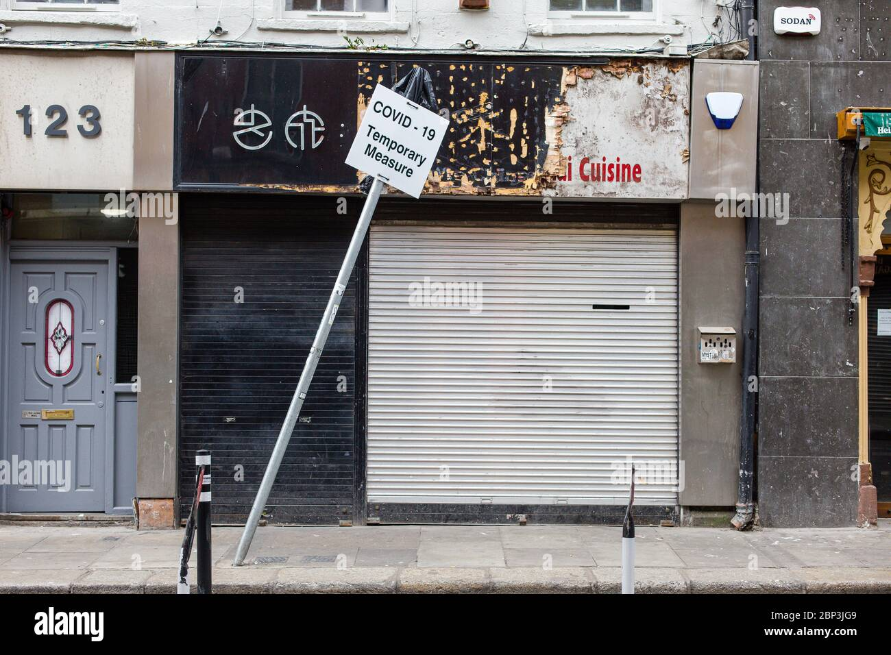 Closed down shop on Capel Steet in Dublin and leaning sign - Covid-19 Temporary Measure. Coronavirus outbreak lockdown economic impact, Ireland. Stock Photo