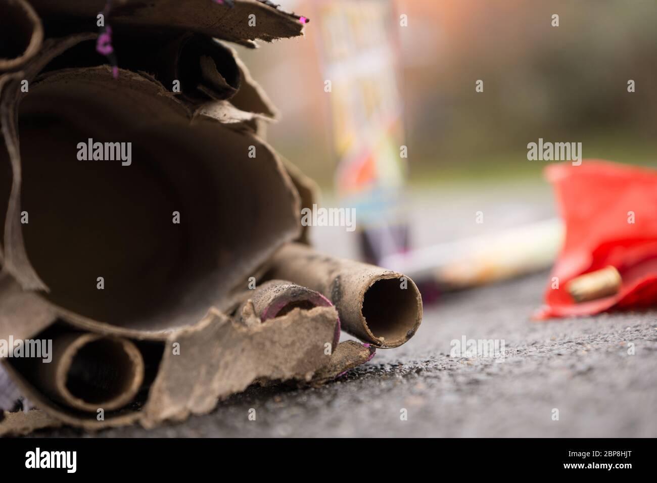 Abfall von abgefeuertem Feuerwerk Stock Photo