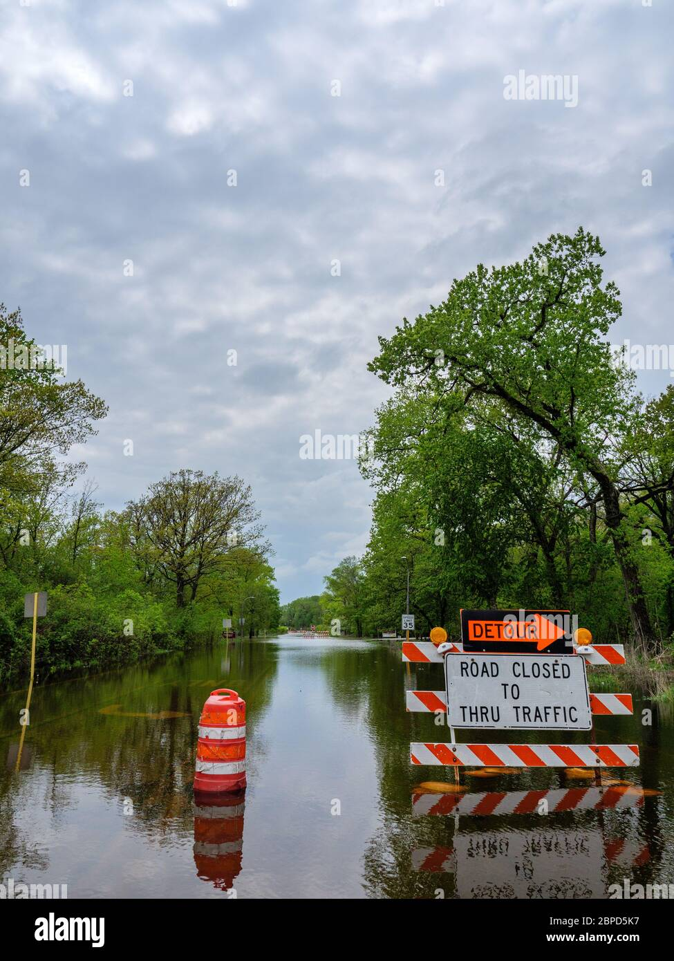 River Forest, Illinois, USA. 18th May 2020 Floodwaters from the Des Plaines River fill Chicago Avenue where it passes through Thatcher Woods Forest Preserve. Stock Photo
