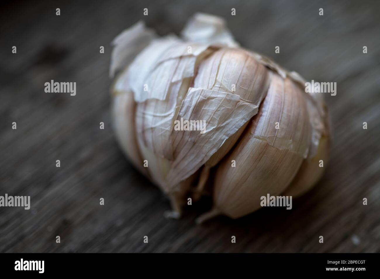 Few garlic bulbs and cloves over a wood table Stock Photo