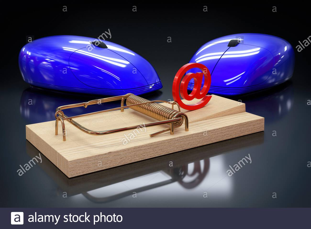 zwei Mäuse vor Falle - at - dunkel Stock Photo