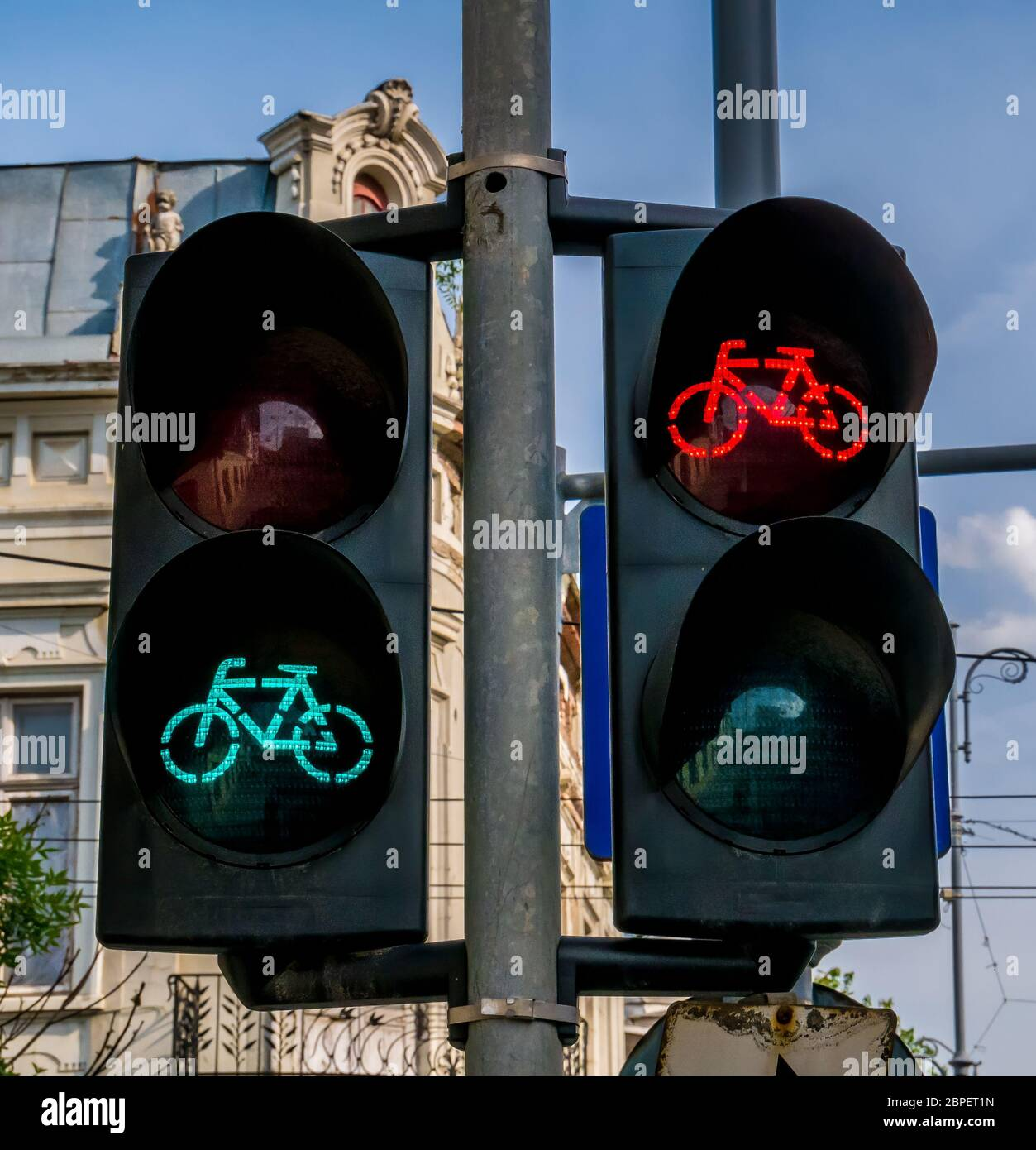 Cycle Track Lights High Resolution Stock Photography And Images Alamy Traffic light bicycle night glow neon