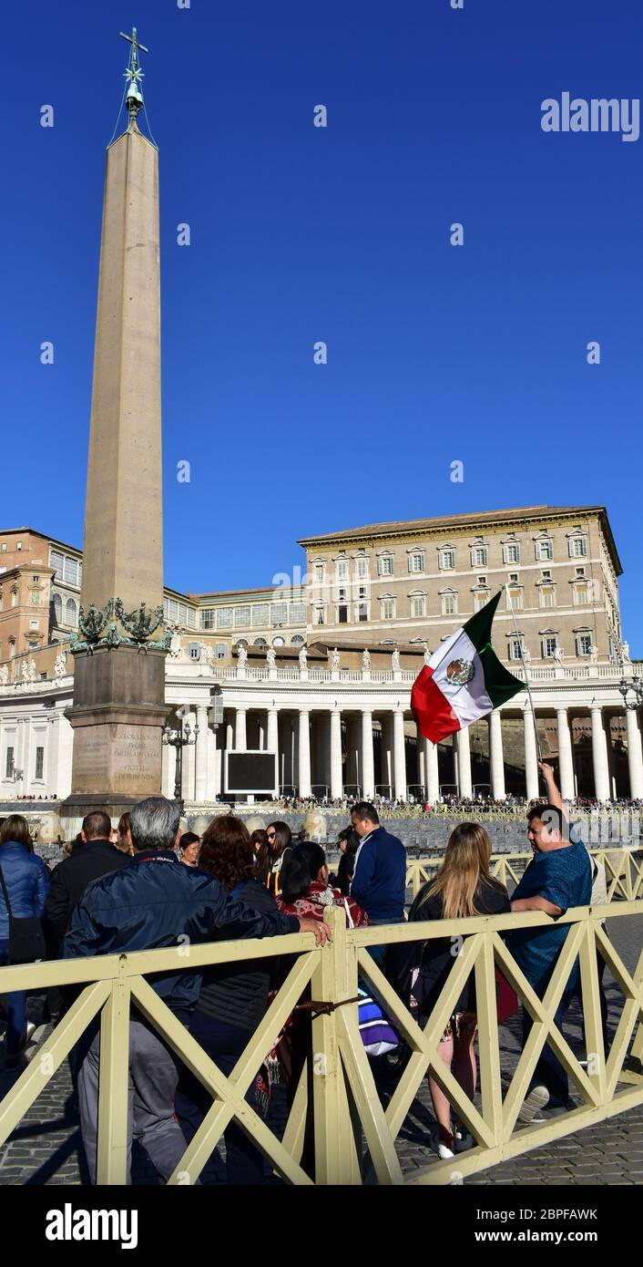 Vatican City, Mexican pilgrims with the flag of Mexico at the Piazza San Pietro or St. Peter's Square. Rome, Italy. October 8, 2019. Stock Photo