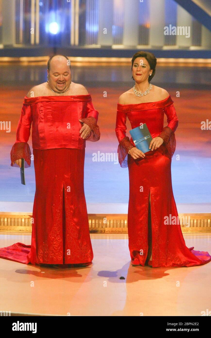 Deutscher Fernsehpreis 2002  - Moderatoren Dirk Bach und Sandra Maischberger. Stock Photo