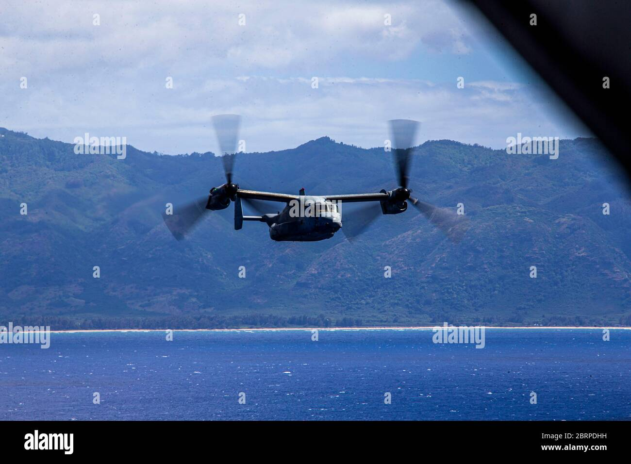 U.S. Marines with Marine Medium Tiltrotor Squadron 363, Marine Aircraft Group 24, operate an MV-22 Osprey during an integrated training mission, Marine Corps Air Station Kaneohe Bay, Marine Corps Base Hawaii, May 19, 2020. Utilizing three separate flying platforms, MAG-24 successfully launched seven CH-53E Super Stallions, seven MV-22B Ospreys, and two UH-1Y Venoms while hitting critical training objectives to produce maximum readiness. (U.S. Marine Corps photo by Lance Cpl. Jacob Wilson) Stock Photo