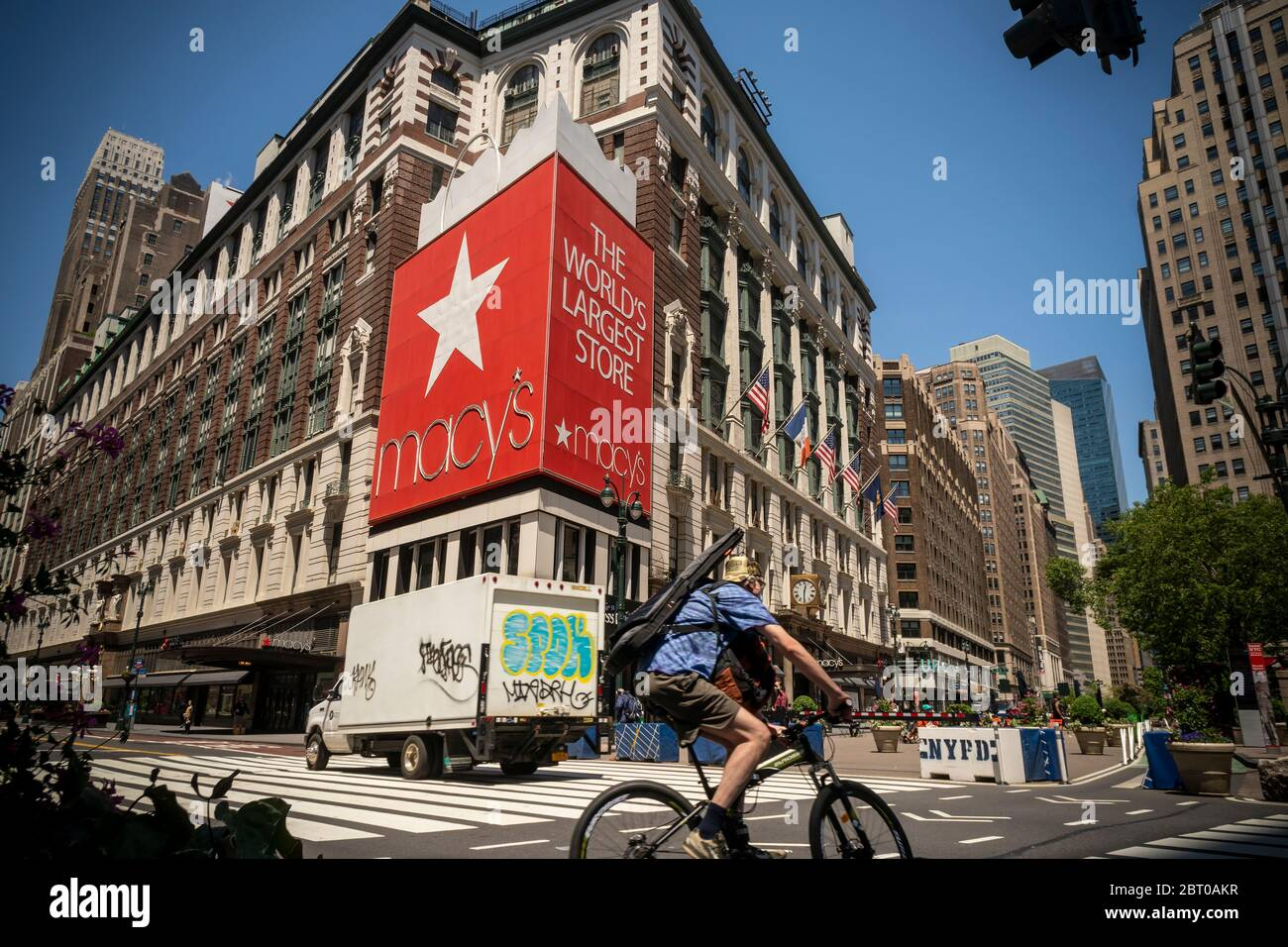 The closed Macy's in Herald Square in New York on Thursday, May 21, 2020. Macy's is reported to be in talks with New York City about opening up their flagship Herald Square store for curbside pickup. (© Richard B. Levine) Stock Photo