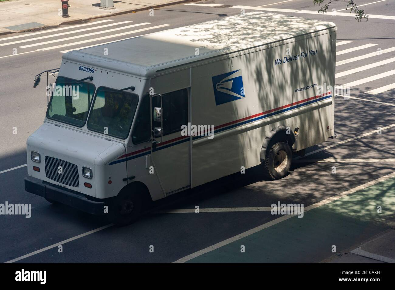 A USPS vehicle in Chelsea in New York on Saturday, May 16, 2020. (© Richard B. Levine) Stock Photo