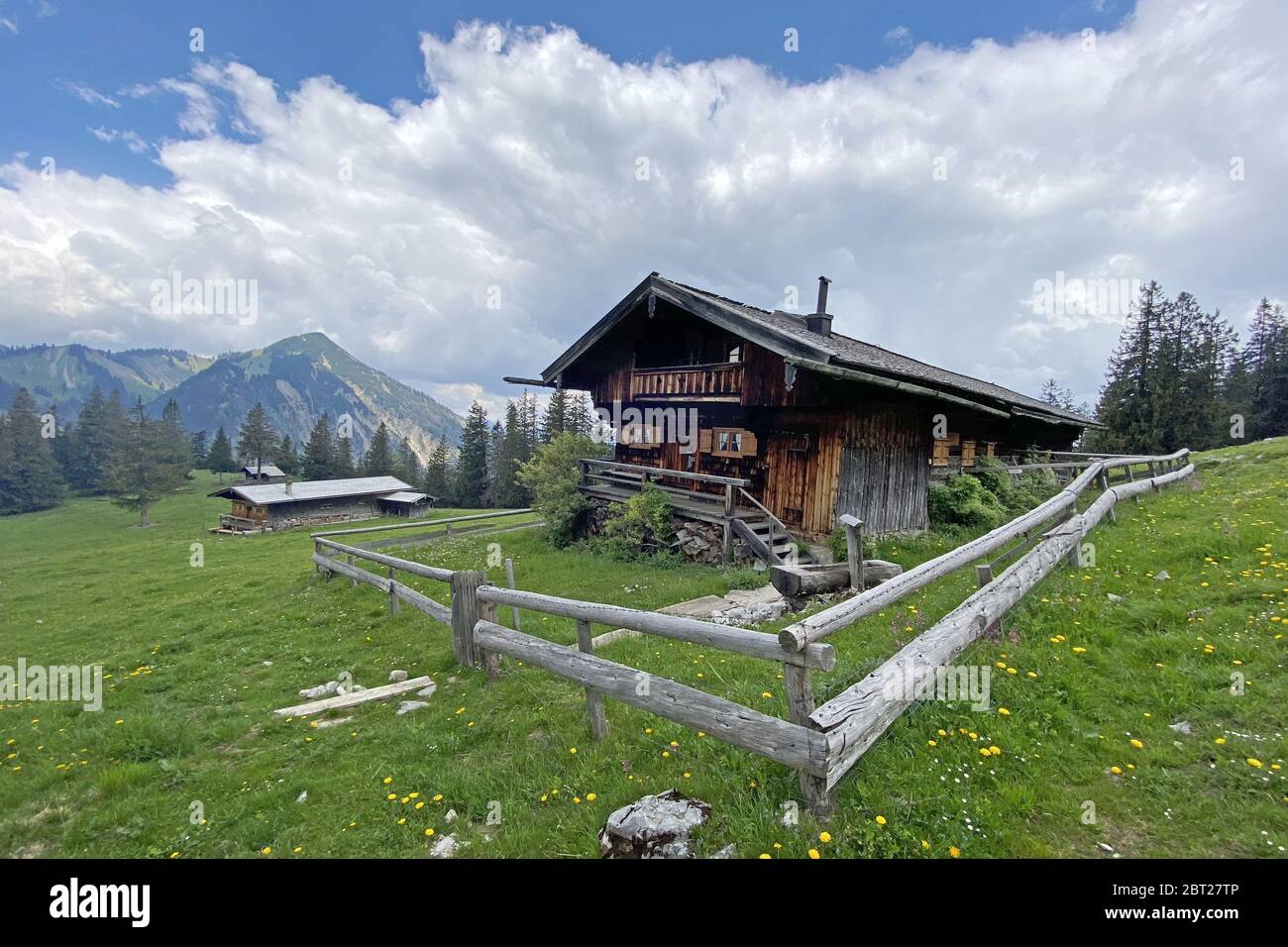 Rottach Egern, Deutschland. 22nd May, 2020. Berg Almhuette, chalet near Rottach Egern/Tegernsee, hiking, mountains, mountains, Alps. Panorama, view. | usage worldwide Credit: dpa/Alamy Live News Stock Photo