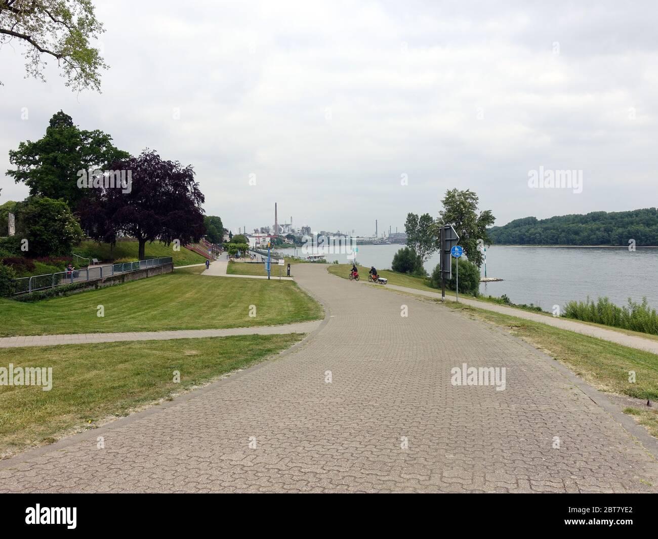Rheinpark mit Rheinuferpromenade, Wesseling, Nordrhein-Westfalen, Deutschland Stock Photo