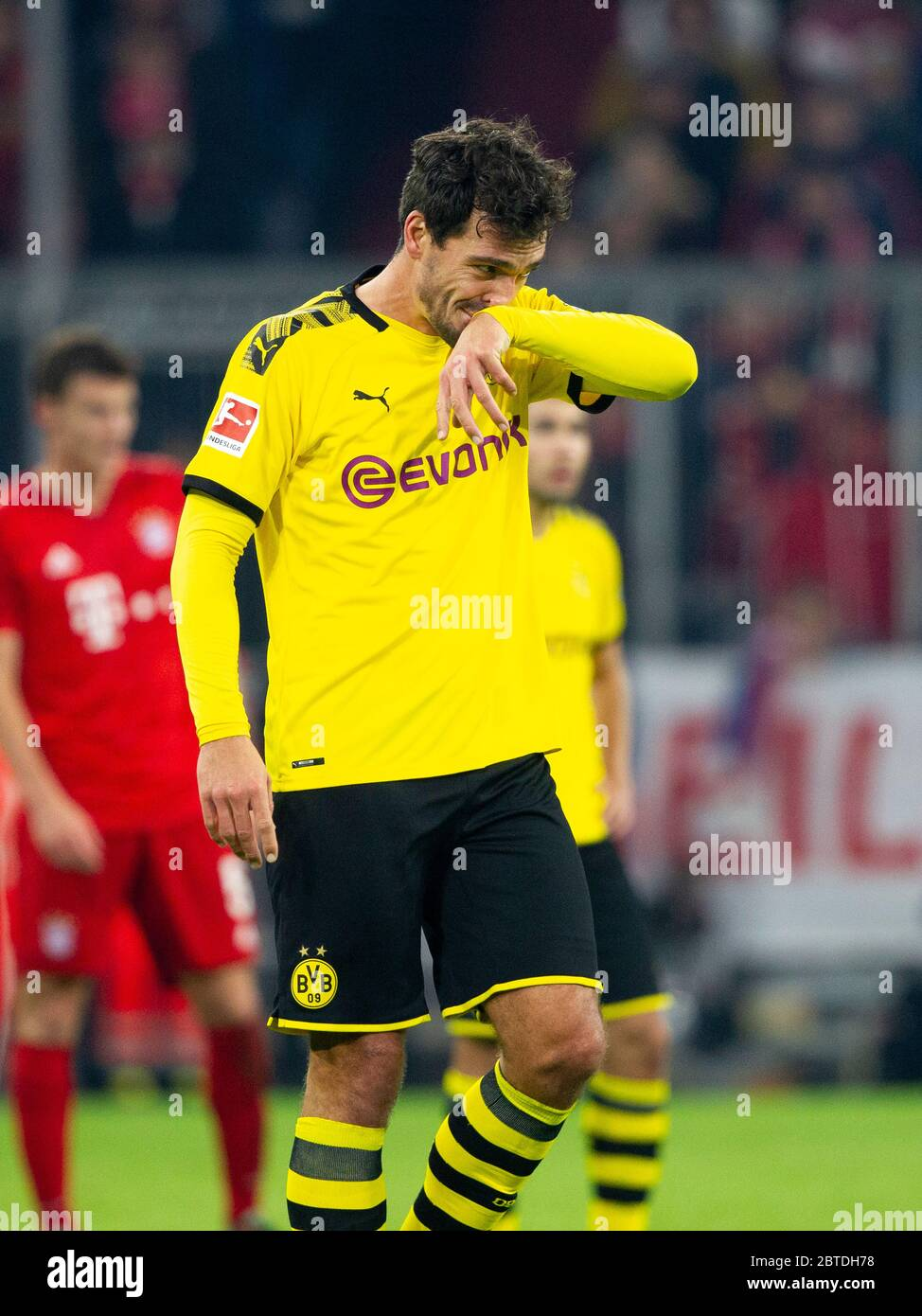 Preview Borussia Dortmund-FC Bayern Munich on May 26th, 2020. Archive photo: Mats HUMMELS (# 15, DO). Soccer, FC Bayern Munich (M) - Borussia Dortmund (DO) 4: 0, Bundesliga, 11th matchday, season 2019/2020, on November 9th, 2019 in Muenchen/ALLIANZARENA/Germany. Editor's note: DFL regulations prohibit any use of photographs as image sequences and/or quasi-video. å | usage worldwide Stock Photo