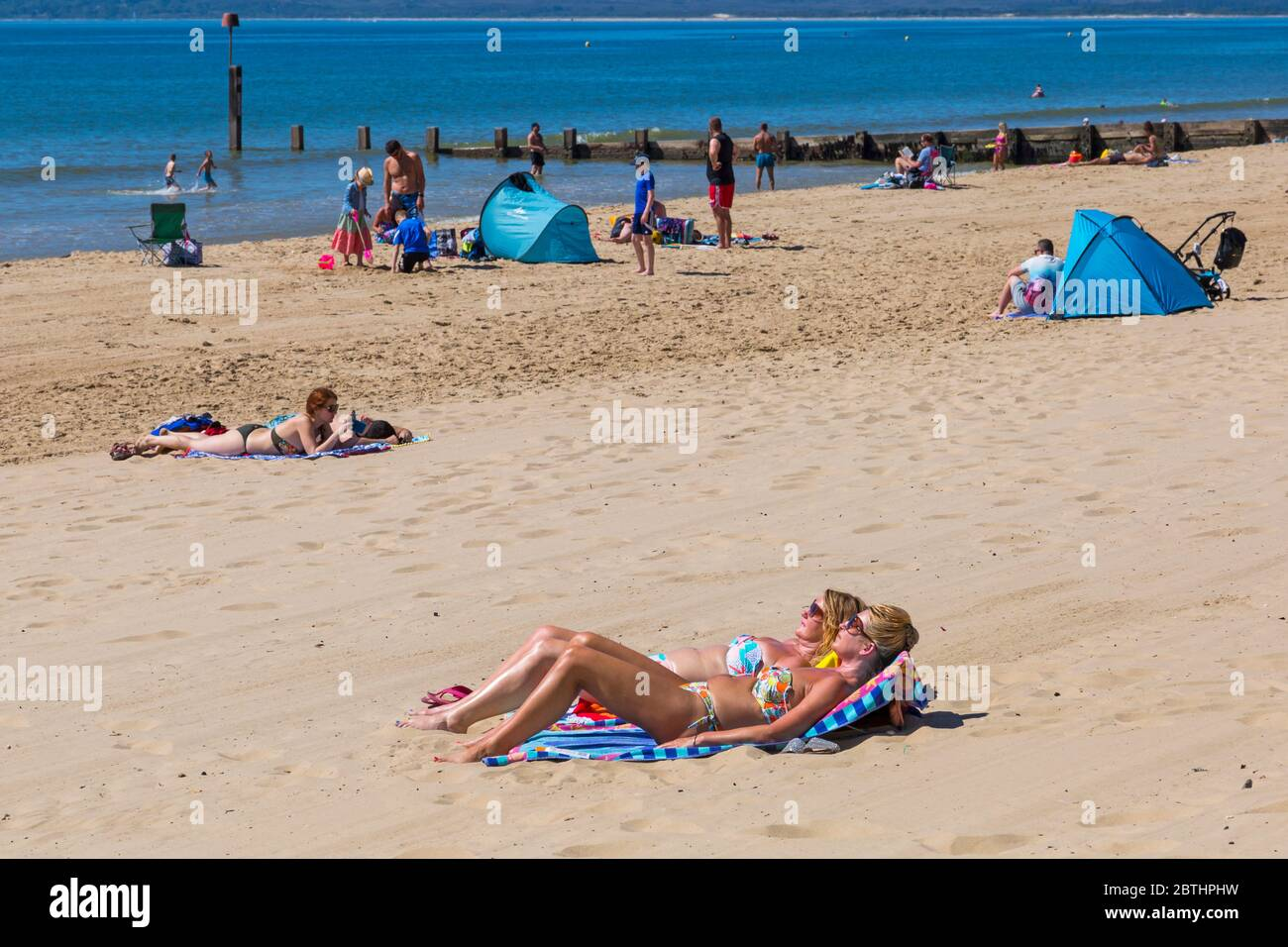 Bournemouth, Dorset UK. 26th May 2020. UK weather: another hot sunny day at Bournemouth beaches with clear blue skies and unbroken sunshine, as the glorious weather continues and temperatures rise. Sunseekers head to the seaside to enjoy the sunshine. Credit: Carolyn Jenkins/Alamy Live News Stock Photo