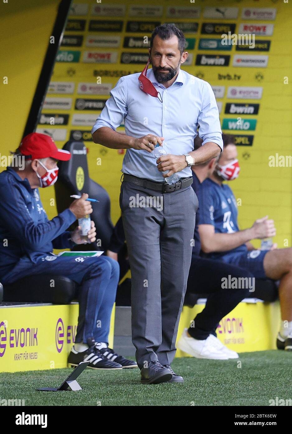 Dortmund, Germany, 26th May 2020  Hasan ( Brazzo ) Salihamidzic, FCB Sport director  in the football match  BORUSSIA DORTMUND - FC BAYERN MUENCHEN in 1. Bundesliga 2019/2020, matchday 28.  © Peter Schatz / Alamy Live News / Pool via Jürgen Fromme / firosportfoto   - DFL REGULATIONS PROHIBIT ANY USE OF PHOTOGRAPHS as IMAGE SEQUENCES and/or QUASI-VIDEO -   National and international News-Agencies OUT  Editorial Use ONLY Stock Photo